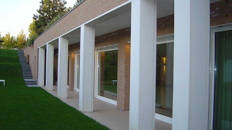 Giardino Moderno Con Piscina: Camera con la piscina del ...